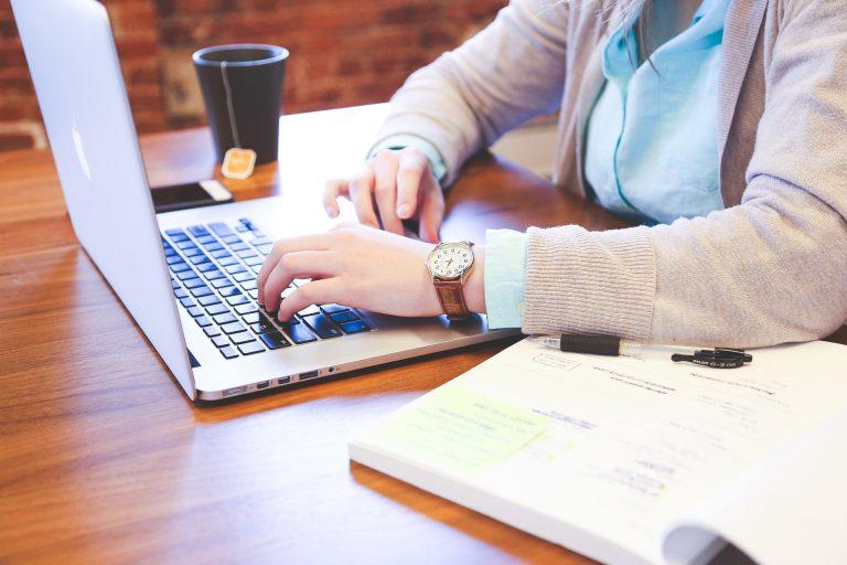 Débuter dans la rédaction web : commencez par ces 4 étapes-clés