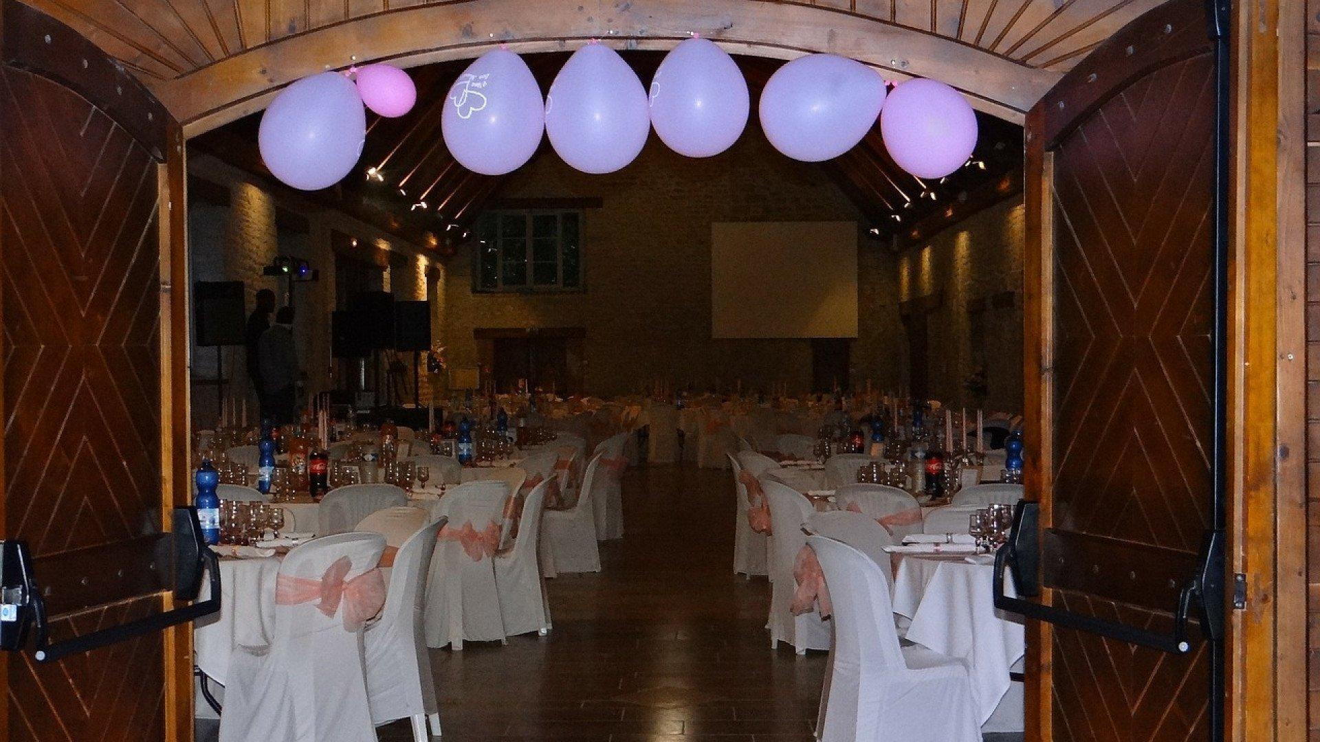 Comment décorer les tables de fête avec beaucoup d'imagination ?