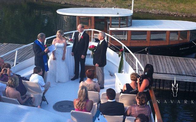 Offrez-vous un mariage féerique à bord d'un yacht