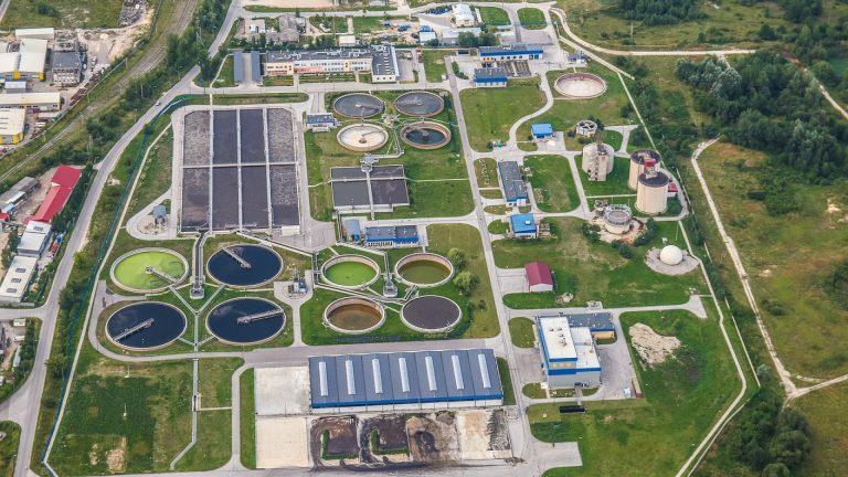 Un équipement industriel pour le traitement des eaux usées