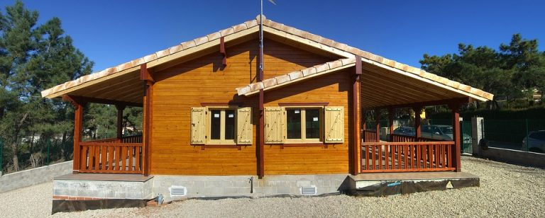 Conseils pour entretenir et rénover efficacement une construction maison en bois